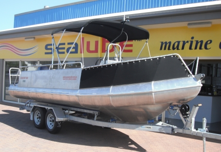 OCEAN CRAFT 6000 ULTRA DEEP VEE Reef Fisher WATER TAXI TOHATSU 115HP TLDI 3 STAR Carb Twin Axle 2 Tonne Tandem Trailer in 2c/2d Survey  12 + 1 Crew incl Survey Certificate Drive Away